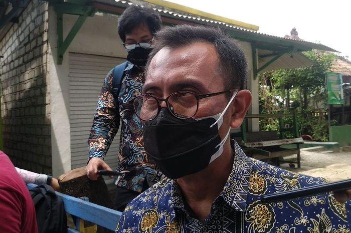 Presiden Direktur PT Pertamina Rosneft Pengolahan dan Petrokimia, Kadek Ambara Jaya usai melakukan kegiatan reboisasi penghijauan pantai di Tuban.(KOMPAS.COM/HAMIM)