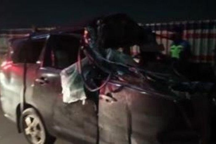 Kecelakaan maut tadi pagi di Tol Jatinegara arah Cawang, Nabila meninggal tabrak truk tiba-tiba, mobil Innova vs truk