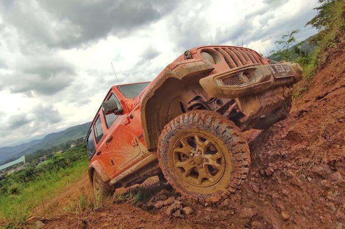 Test drive offroad Jeep Wrangler JL