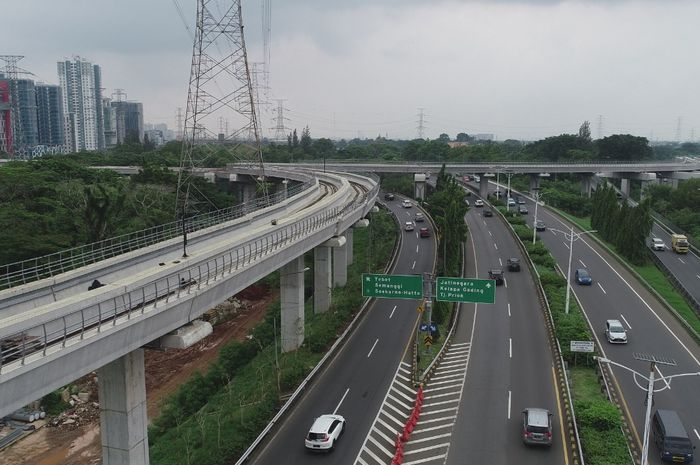 Ilustrasi. Jalan Tol Cawang.