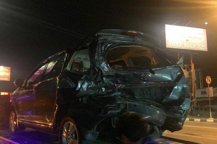 Kondisi satu dari beberapa mobil yang terlibat kecelakaan beruntun di Ring Road Utara, Jumat (26/3/2021).