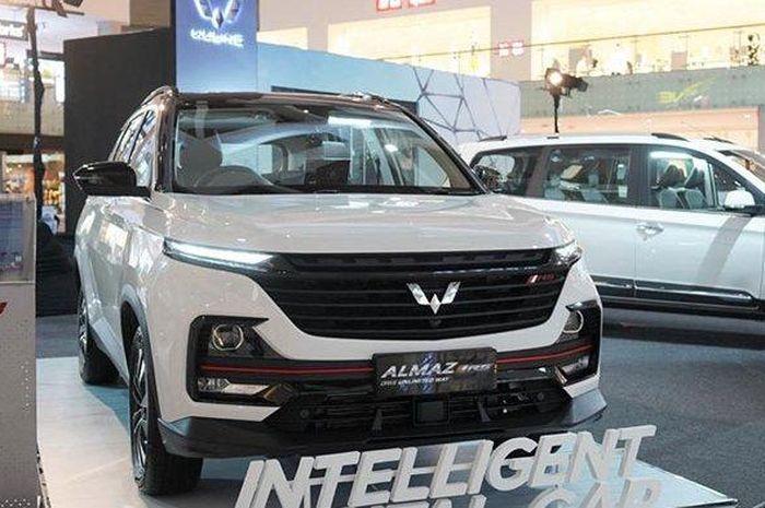 Wuling Almaz RS mengaspal di Bali