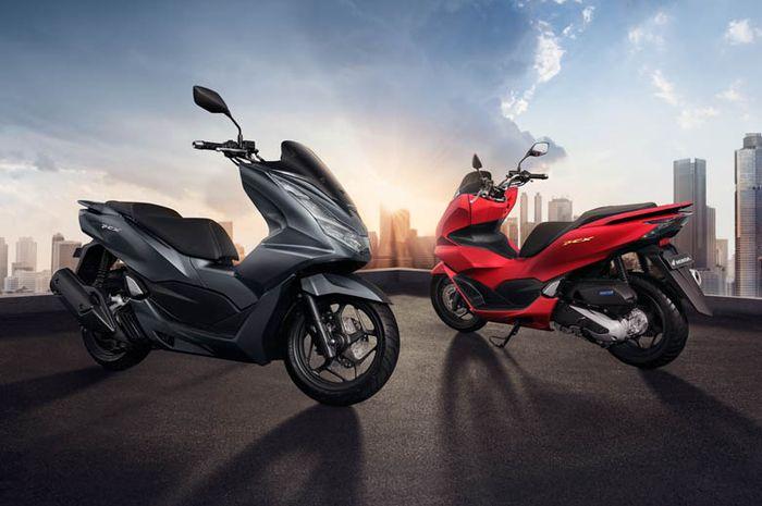 Motor skutik premium All New Honda PCX terpilih sebagai Bike of The Year pada ajang Otomotif Awards 2021.