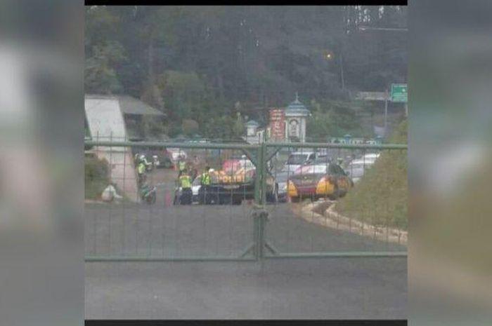 Beredar foto jalan Tangkuban Parahu ditutup pagar besi yang ternyata hoaks