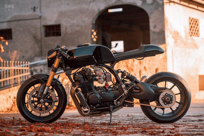 Honda CB900F bergaya cafe racer