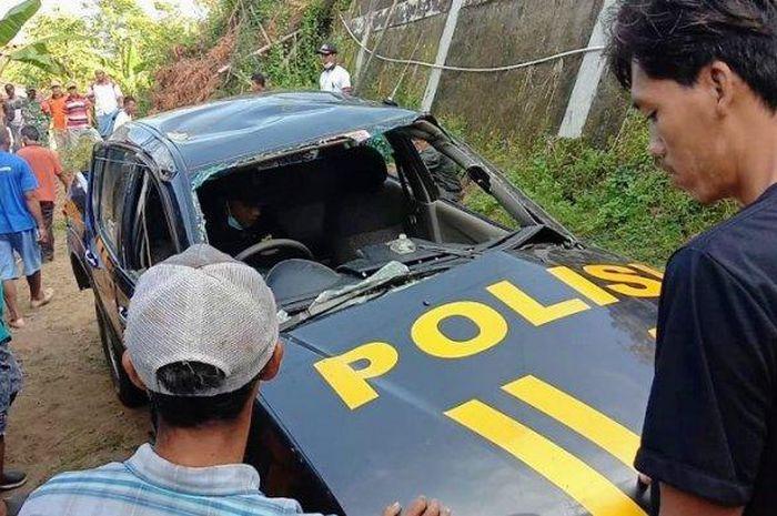 Mitsubishi Strada Triton yang jadi mobil patroli Polsek Gedangsari anjlok ke jurang sedalam 12 meter
