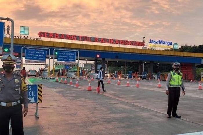 Penyekatan di Gerbang Tol Kalikangkung, Kota Semarang