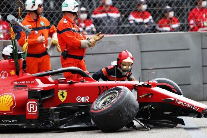 Charles Leclerc kunci pole position meski harus ditutup dengan tabrakan dan merusak girboks.