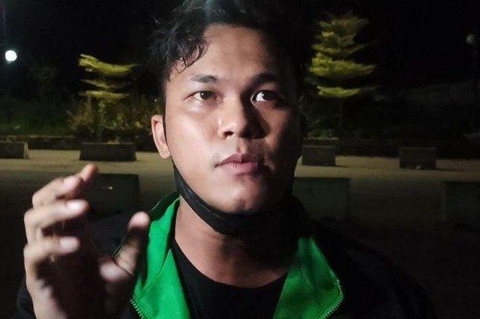 Seorang pengemudi ojek online (ojol) bernama Prima Santosa (26) dihipnotis penumpangnya