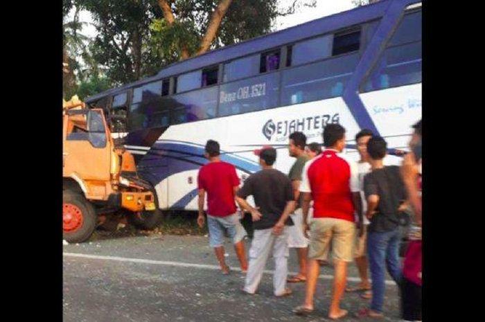 Bus Sejahtera ditumbuk kencang truk dari belakang