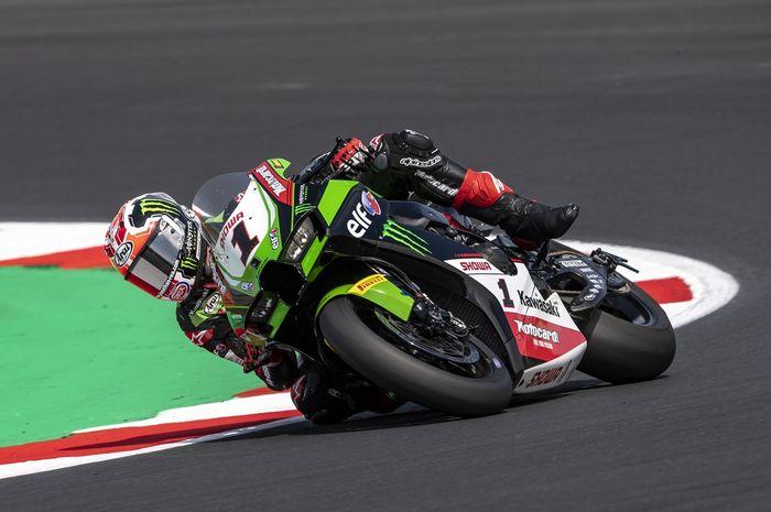 Jonathan Rea berhasil merebut Pole Position dan rekor lap time di sirkuit Misano pada sesi Superpole WorldSBK Italia 2021.