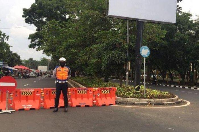 ILUSTRASI - Dinas Perhubungan (Dishub) Kota Bandung mulai melakukan penutupan di Jalan Dipatiukur, Jumat (4/12/2020).