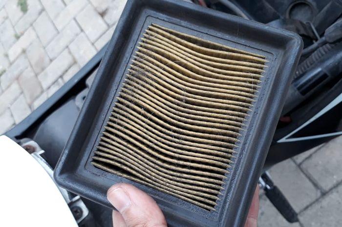 Kondisi filter udara yang mulai kotor dan harus diganti