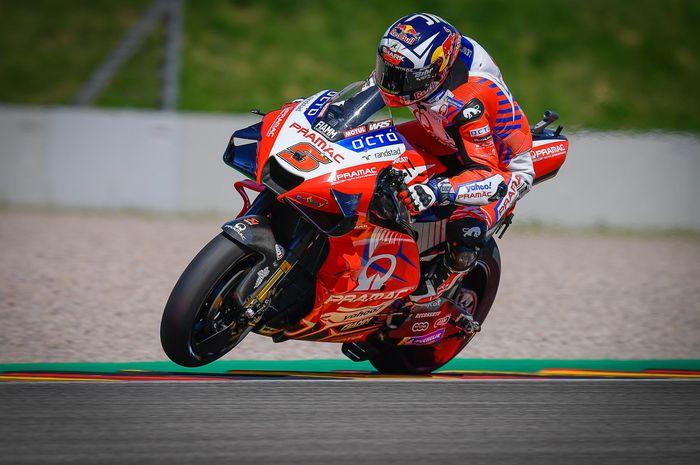 Johann Zarco jadi pole seater baru di MotoGP Jerman menggeser Marc Marquez yang selalu pole position sejak 2013.