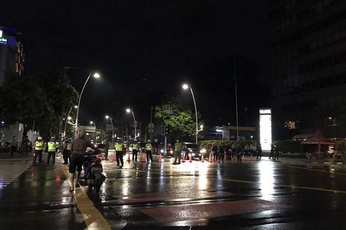 Ilustrasi penyekatan jalan di Jakarta. Polda Metro Jaya akan berlakukan penyekatan 10 jalan di Jakarta mulai malam ini, Senin (21/6/2021)
