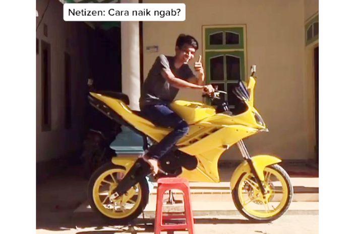 Yamaha R15 jangkung asal Banyuwangi, bikin netizen bingung gimana cara naik dan turunnya di jalan raya