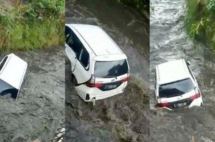 Toyota Avanza hanyut di sungai di Cijerah, Bandung Kidul, Kota Bandung