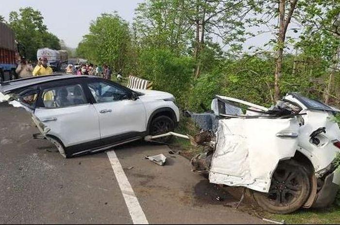 KIA Seltos terlibat kecelakaan sampai bodinya terbelah jadi dua.