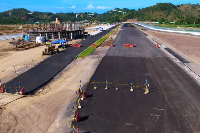 Pembangunan bangunan race control Sirkuit Mandalika terus dikerjakan.