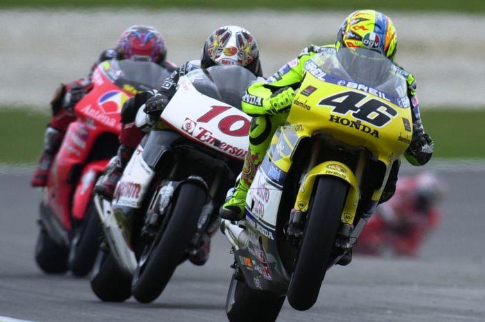 Valentino Rossi memacu Honda NSR500 di awal karirnya di kelas  GP500