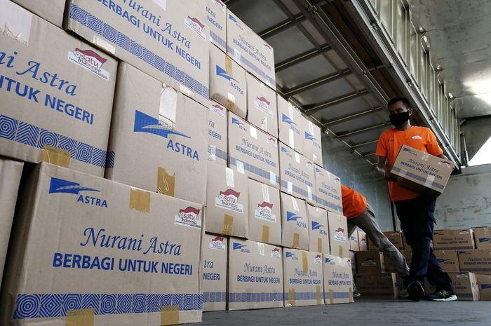 Group Astra serahkan bantuan tahap ketujuh, berupa paket bantuan senilai Rp 30 miliar untuk didistribusikan kepada keluarga yang terkena dampak pandemi Covid-19