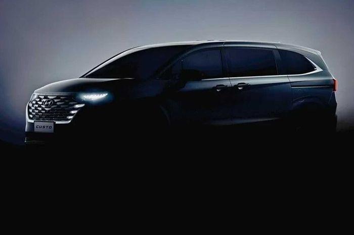 Teaser Hyundai Custo yang sudah diterangkan.