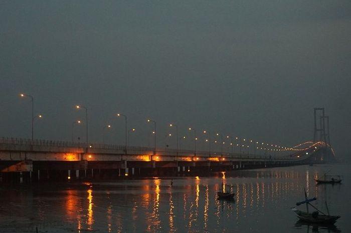 Jembatan Suramadu yang sudah digagas Prof Dr Ir Sedyatmo sejak era Presiden Soekarno
