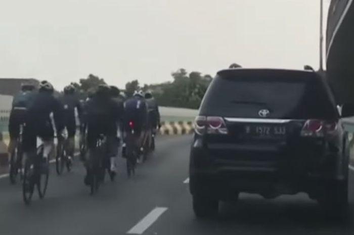 Viral rombongan pesepeda nekat masuk JLNT Antasari