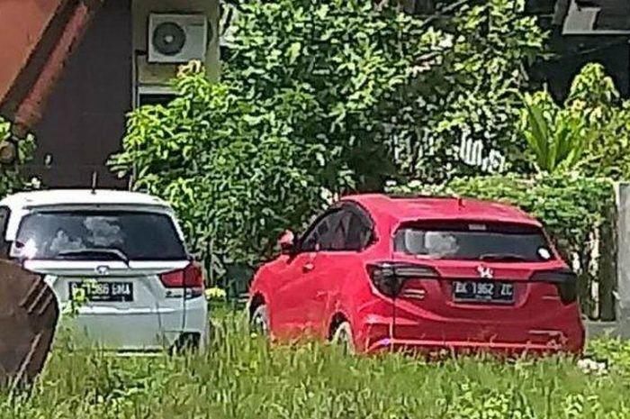 Honda Mobilio dan HR-V milik gembong narkoba, Mardani terparkir di halaman kantor Kajari Langkat, Sumatera Utara