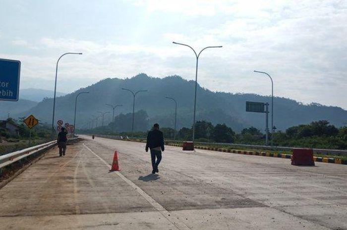 Ilustrasi pengerjaan jalan tol Padang-Pekanbaru.