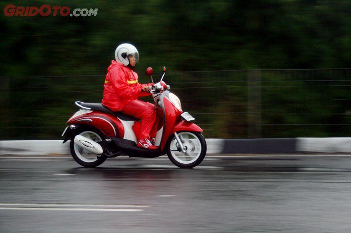 Ilustrasi riding hujan