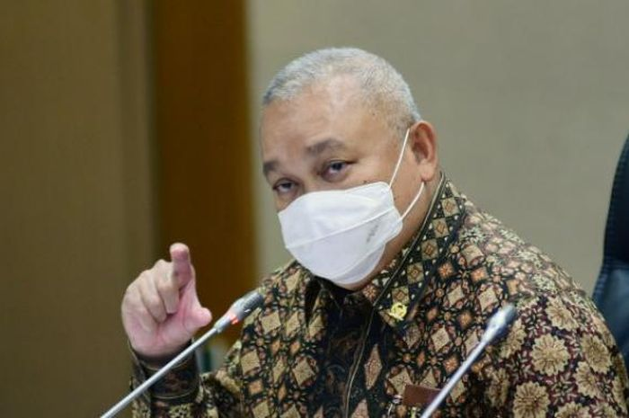 Alex Noerdin ditetapkan sebagai tersangka dugaan korupsi di Perusahaan Daerah Pertambangan dan Energi Sumatera Selatan (PDPDE Sumsel).