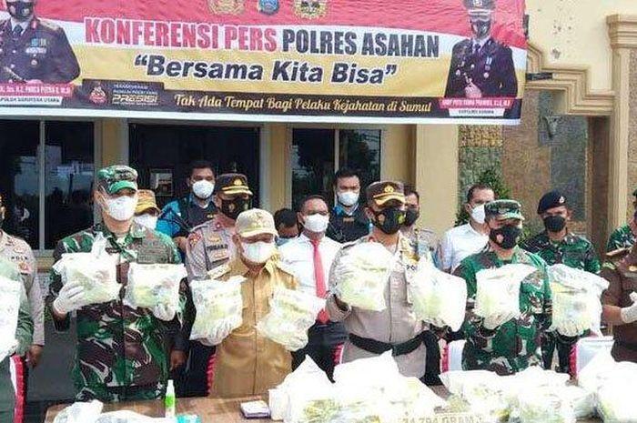 Konferensi Pers pengungkapan penyelundupan sabu seberat 34 kg di Tanjung Balai-Asahan, Sumut asal Malaysia, (20/9/21)