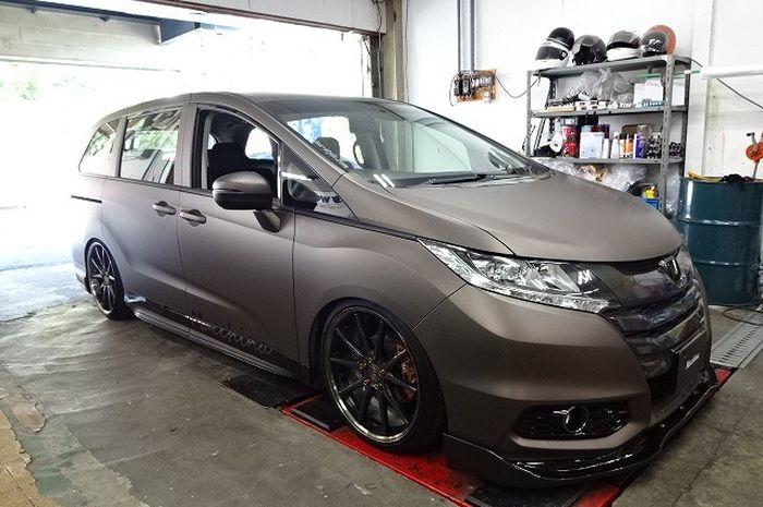 Modifikasi Honda Odyssey tampil kece full wrapping stiker coklat doff