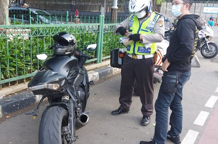 Razia knalpot bising (Foto: Twitter TMC Polda Metro Jaya)