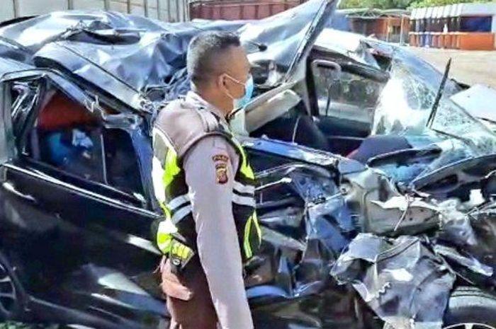 Suzuki XL7 hancur lebur usai kecelakaan maut di ruas tol Cipali arah Jakarta, Cikopo, Purwakarta, (22/9/21)
