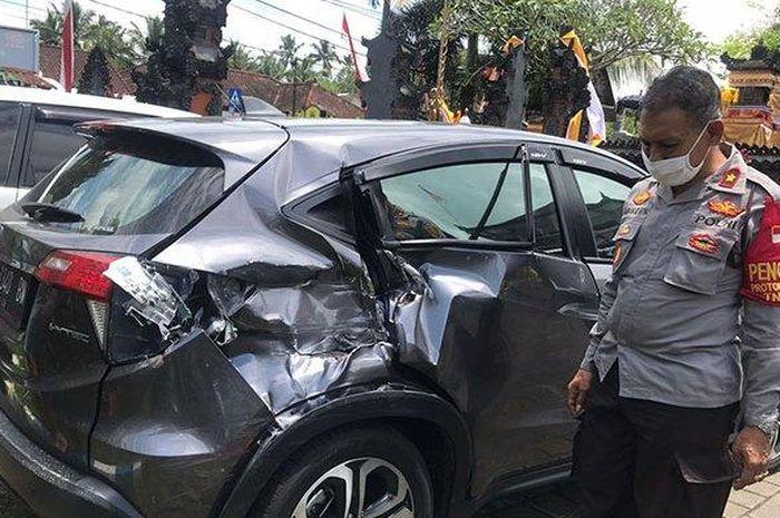 Kondisi Honda HR-V usai ditabrak truk di jalan raya Denpasar-Gilimanuk