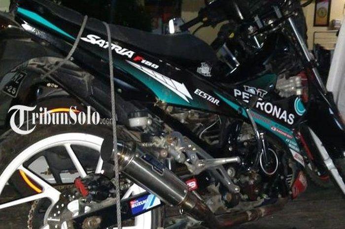 Suzuki Satria F150 yang menabrak Honda Vario 110 dan Supra X 125 d Jl Ahmad Yani, Kartasura, Sukoharjo, Jateng