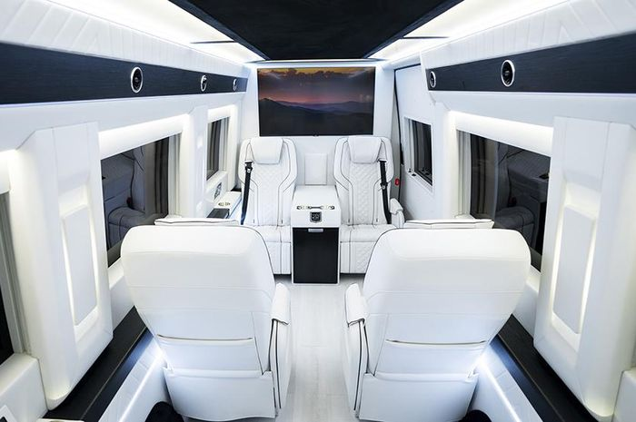 Inkas menyulap kabin Mercedes-Benz Sprinter seperti limusin VIP dengan fitur mewah