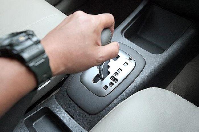 Mobil transmisi otomatis, engine brake