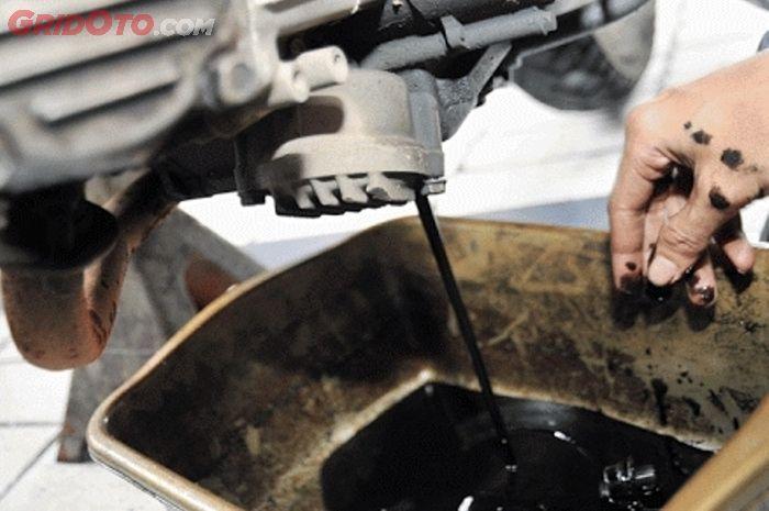Ciri-ciri mesin motor matic yang sering telat ganti oli mesin