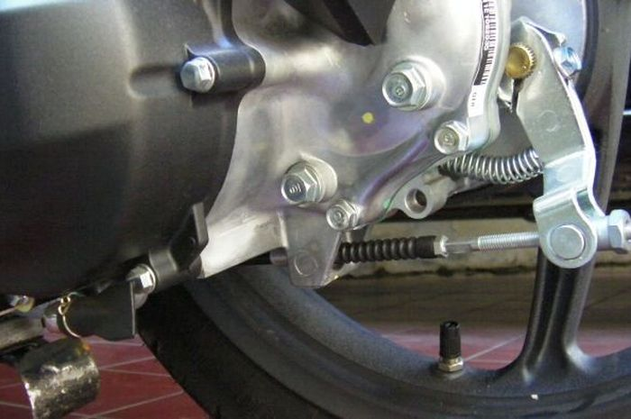Ilustrasi rem tromol di motor matik
