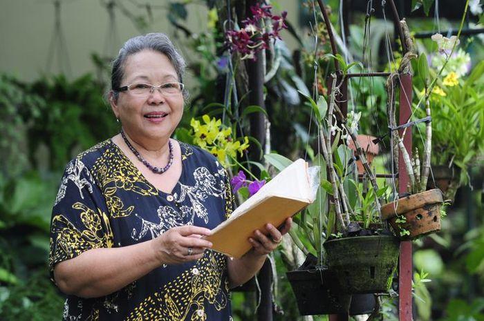 Novelis Nh Dini, novelis dan sastrawan Indonesia tutup usia akibat kecelakaan di jalan tol
