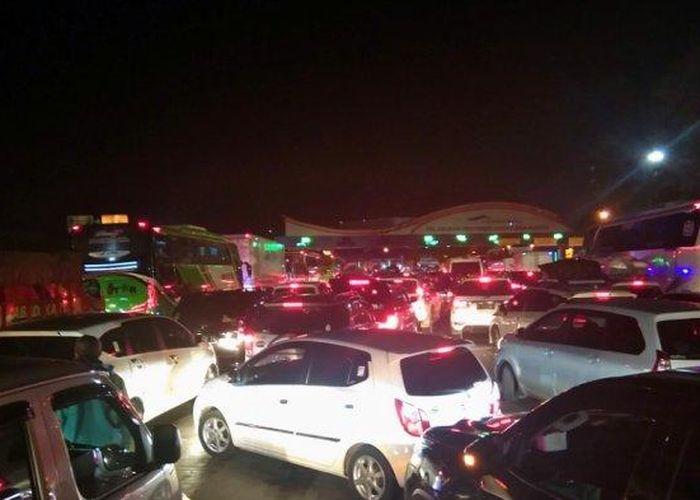 Arus Balik Dari Pintu Tol Bakauheni Lampung Ke Pelabuhan Butuh 2 Jam Gridoto Com