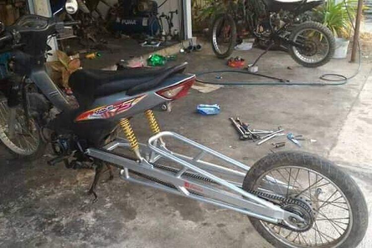 Honda Supra Fit Mirip Motor Drag Diurut Melar Swing Arm 1 25 Meter Semua Halaman Gridoto Com