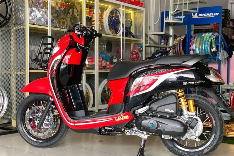 Modifikasi Honda Scoopy Pakai Pelek Jari Jari Ring 14 Makin Sporty Berkaki Jenjang Gridoto Com