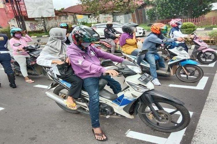 Dishub Palembang Ikutan Bikin Marka Ala Starting Balap Motor Bakal Diperluas Ke Semua Titik Lampu Merah Gridoto Com