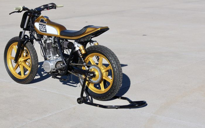 Kelir emas, bikin Yamaha SR500 ini makin menawan
