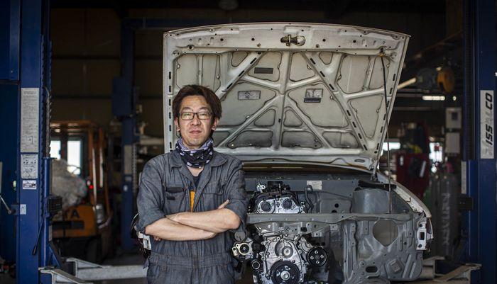 Oto-san bersama Toyota Corolla Levin miliknya