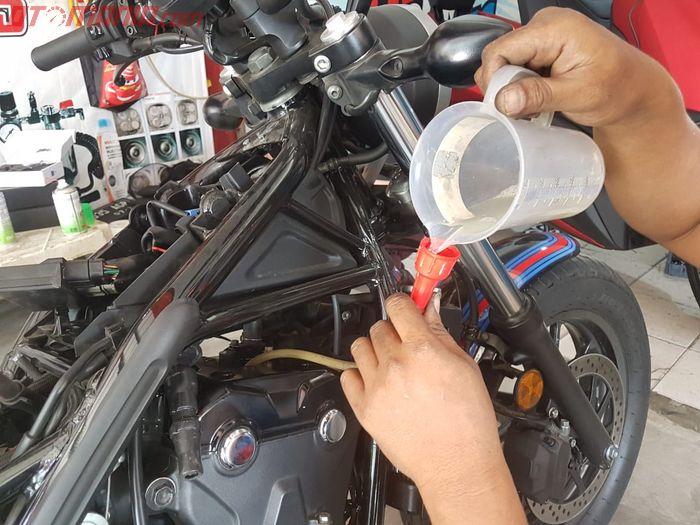 Cairan yang digunakan untuk gurah mesin motor di JDM Projects